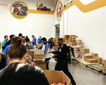 Dallas SEO Dogs volunteers at North texas Food Bank